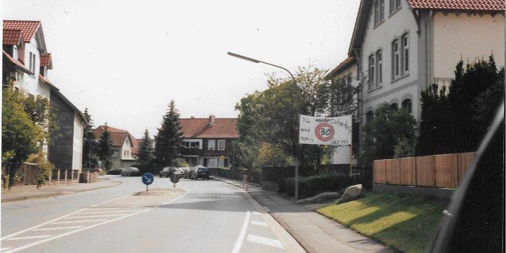 2000-2001 Wiedelah, 30 km/h Vor der Grund-Schule