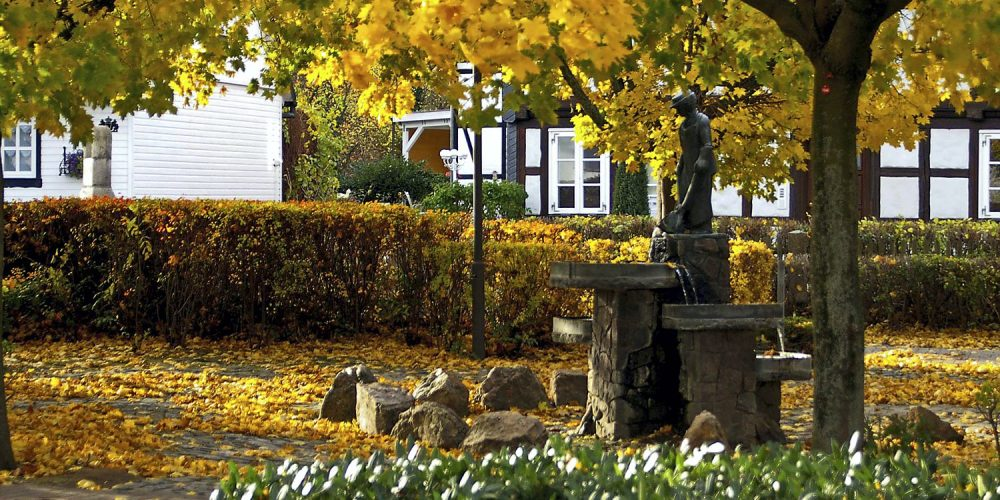 Messingbrunnen im Spätherbst