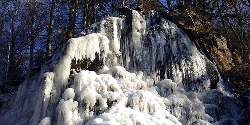 Radau Wasserfall in Eis
